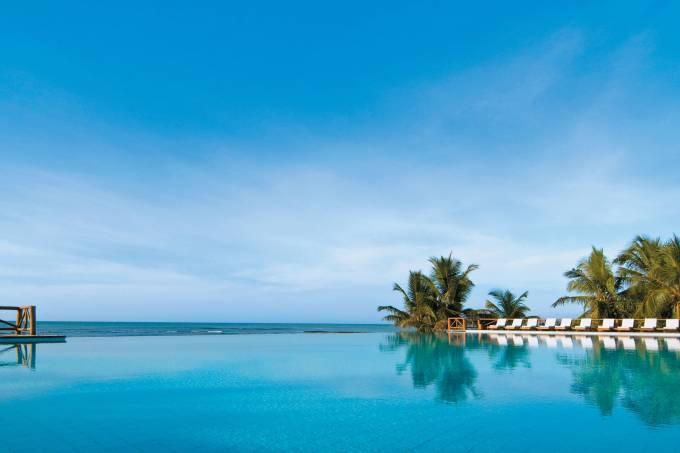 piscina-com-borda-infinita-do-thalasso-spa-do-tivoli-ecoresort-praia-do-forte-hotel-spa-divulgacao.jpeg