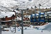 O novo centrinho e as gôndolas que levam às montanhas de Snowmass