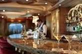 Bar do navio de cruzeirosSplendour of the Seas, da companhia Royal Caribbean International.