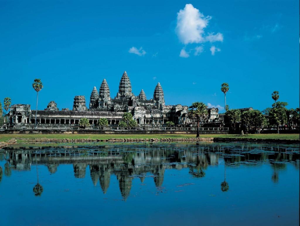A entrada dos templos de Angkor Wat, a atração que colocou o Camboja no mapa do turismo mundial