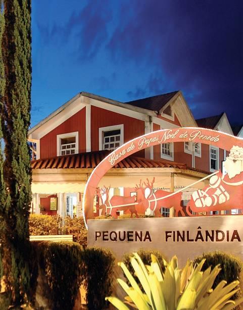 """Parque temático Casa do Papai Noel na <a href=""""http://viajeaqui.abril.com.br/estabelecimentos/br-rj-penedo-atracao-pequena-finlandia"""" rel=""""Pequena Finlândia"""" target=""""_blank"""">Pequena Finlândia</a>, no subdistrito da cidade de <a href=""""http://viajeaqui.abril.com.br/cidades/br-rj-itatiaia"""" rel=""""Itatiaia (RJ)"""" target=""""_blank"""">Itatiaia (RJ)</a>"""