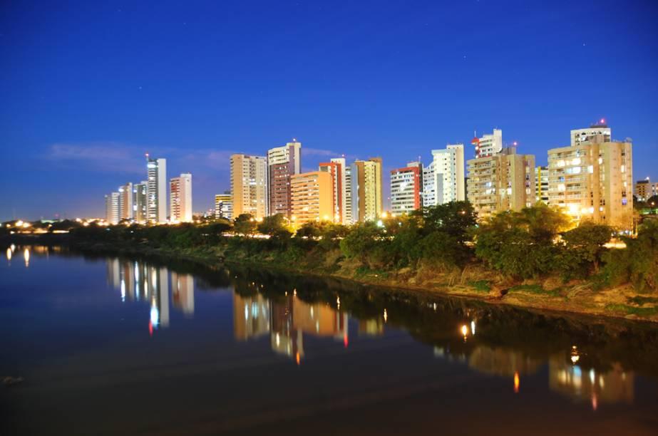 """Os rios Poti e Parnaíba correm paralelos em boa parte da mancha urbana de <a href=""""http://viajeaqui.abril.com.br/cidades/br-pi-teresina"""" rel=""""Teresina"""" target=""""_blank"""">Teresina</a>, capital do Piauí"""