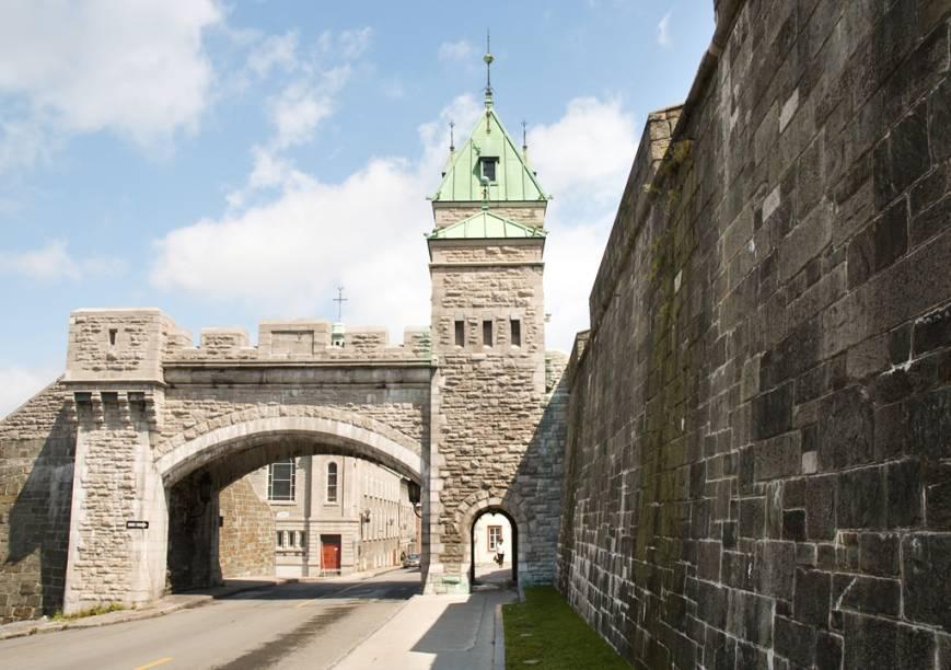 A Citadelle, construída no século 19 como fortaleza para as tropas britâncias em Quebec, abriga hoje um museu militar e um quartel