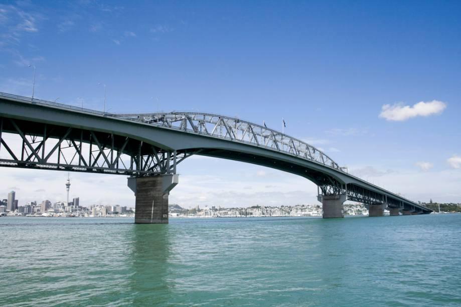 Na Auckland Bridge é possível pular de bungee jump do ponto mais alto da estrutura