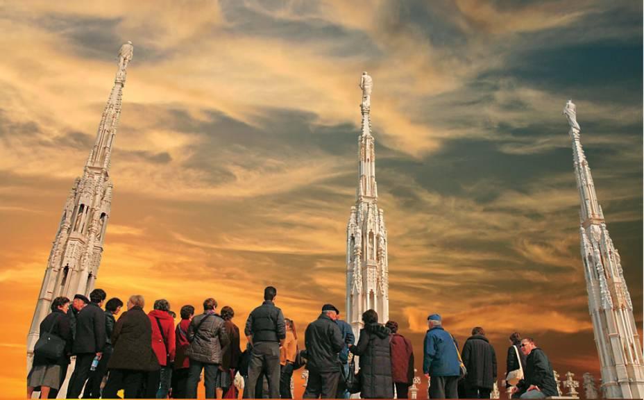 Torres no topo do Duomo de MIlão