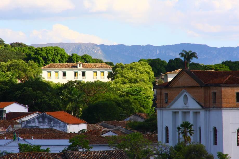 A antiga capital do estado, Goiás (GO) ainda preserva as marcas de seu apogeu durante o ciclo do ouro. Andar pelo calçamento de pedras entre o casario, e as igrejas é como voltar ao século 18
