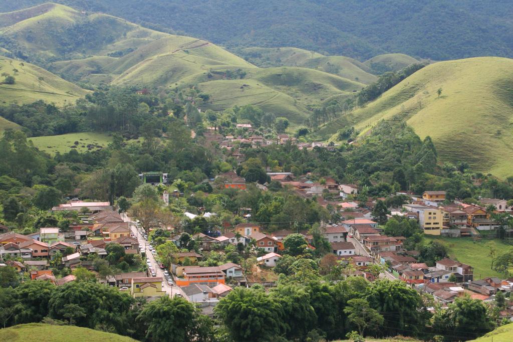 O difícil acesso, a partir de São José dos campos, por uma estrada tortuosa, faz com que o distrito mantenha ares de esconderijo