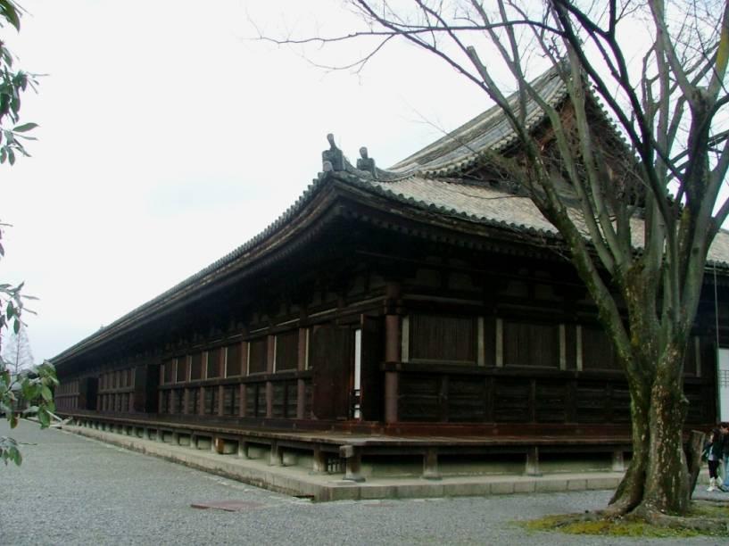 O longo templo budista Rengeo-in, mais conhecido como Sanjusangendo, é conhecido por conter 1001 imagens da deusa da misericórdia Kannon