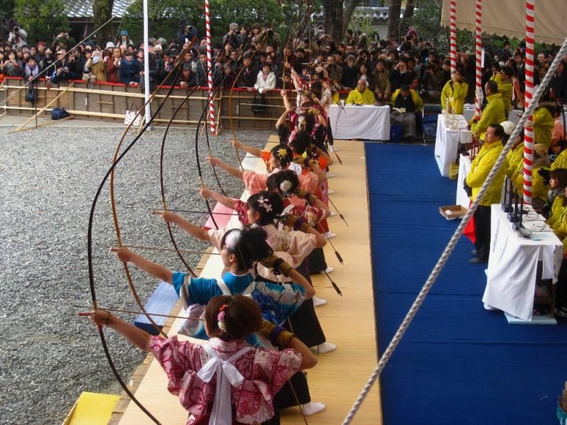 Torneio anual de arco-e-flecha japonês no templo Sanjusangendo, em Kyoto