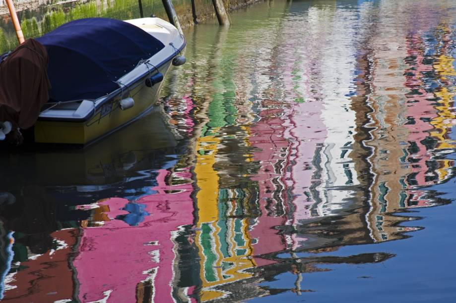 Murano, ilha localizada menos de 2 quilômetros ao norte de Veneza, acessível por vaporetto, é célebre pelos trabalhos artísticos em vidro