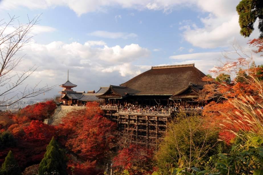 O histórico templo Kyomizudera oferece uma das mais belas vistas de Kyoto