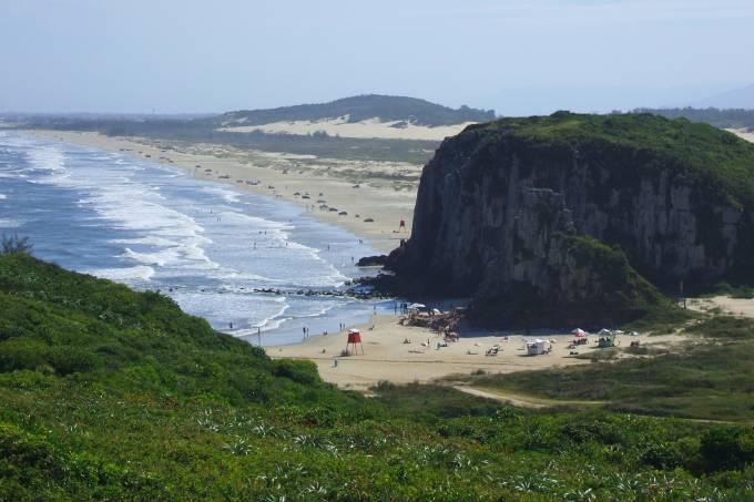 1-praia-da-guarita-torres-denibaptista-flickr-creative-commons.jpeg