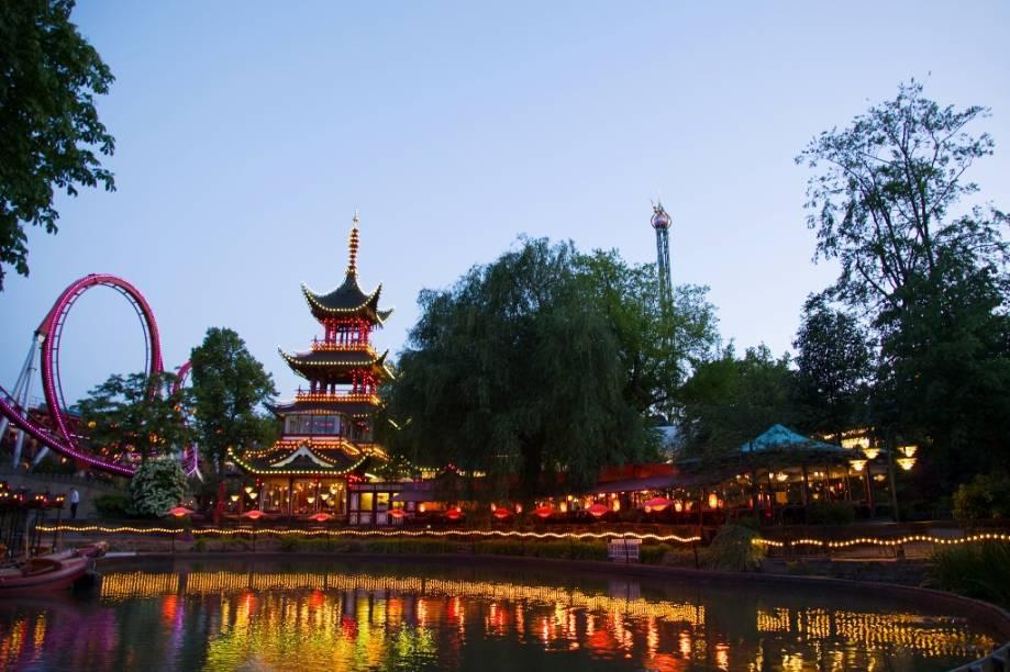 O Parque Tivoli, em Copenhague, é um reduto de fantasias e imaginação para os dinamarqueses