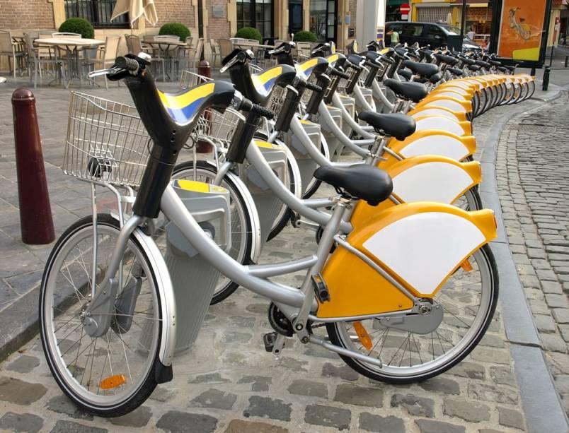 Cidades por toda a Europa vêm adotando a bicicleta como meio de transporte principal. Em Bruxelas existem unidades públicas que podem ser utilizadas por cidadãos e turistas