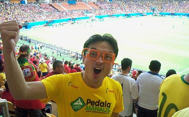 Sim, ele viu a Copa com seus próprios olhos! (foto: arquivo pessoal/Jeong Hwan Kim/Facebook)