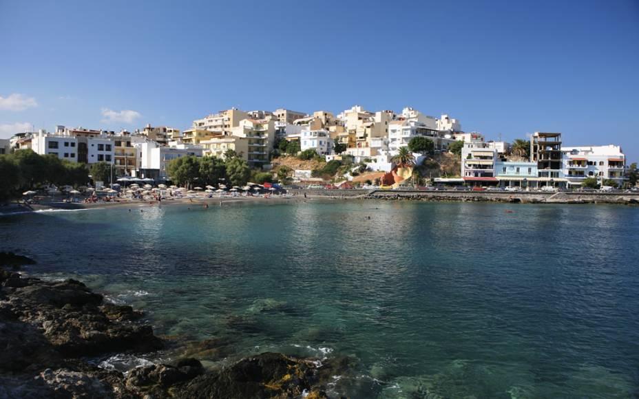 Praia de Agios Nikolaos, em Creta