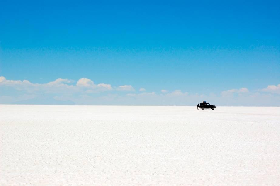 """O Salar de Uyuni, o maior mar de sal do mundo, é uma das grandes maravilhas da natureza da <a href=""""http://viajeaqui.abril.com.br/paises/bolivia"""" rel=""""Bolívia"""" target=""""_blank"""">Bolívia</a>"""