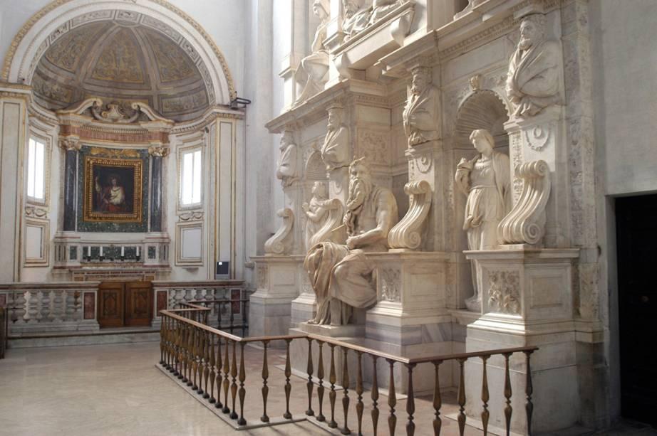 Moisés de Michelangelo no interior da Igreja de San Pietro in Vincoli