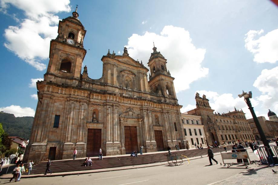 Em estilo neogótico, a Catedral Primada, localizada na Plaza de Bolívar, foi declarada Monumento Nacional