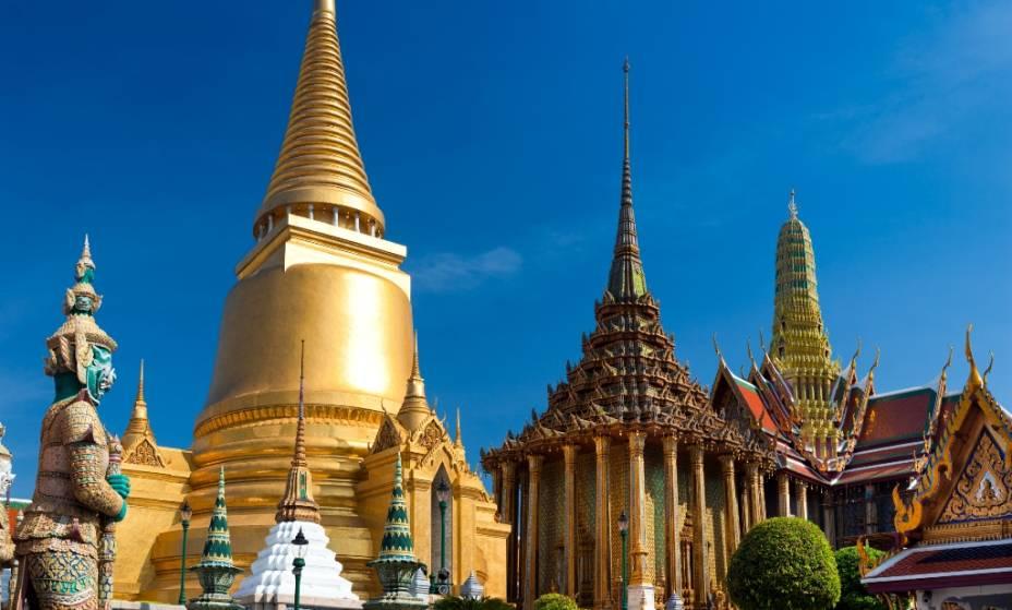 O complexo do Wat Phra Kheo ocupa um quarteirão inteiro no centro de Bangcoc, com seu elaborado conjunto de templos e o Palácio Real. Iniciado no século 18 por Rama I, o suntuoso conjunto já não mais serve como residência oficial do monarca, mas ainda é o local de muitas cerimônias oficiais de Estado