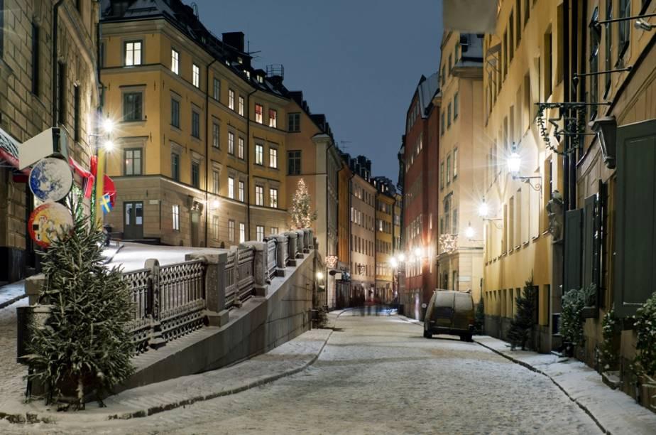 As ruas tortuosos de Gamla Stan marcam o centro velho de Estocolmo e foi construída basicamente sobre a ilhota de Stadsholmen. Um passeio sobre suas ruas de paralelepípedos é um dos melhores passeios na capital sueca