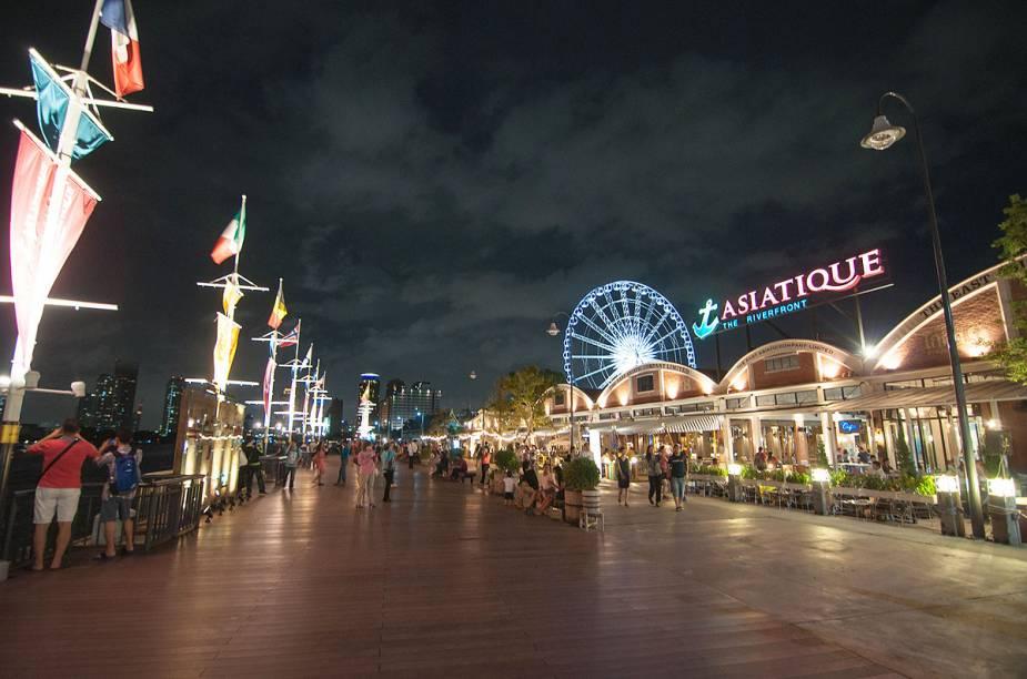 O mercado Asiatique, que fica de frente para o rio Chao Phraya