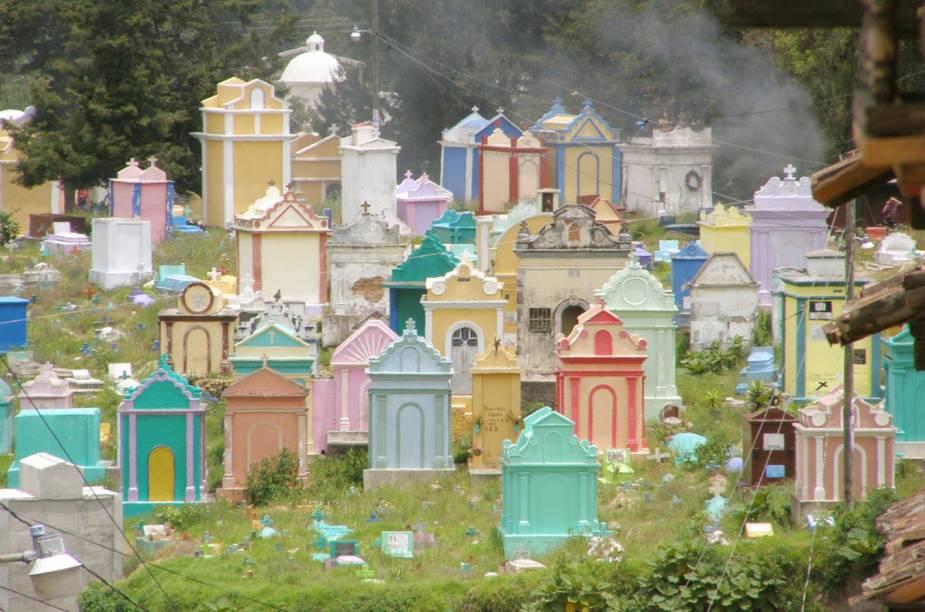 Cemitério de Chichicastenango, na Guatemala