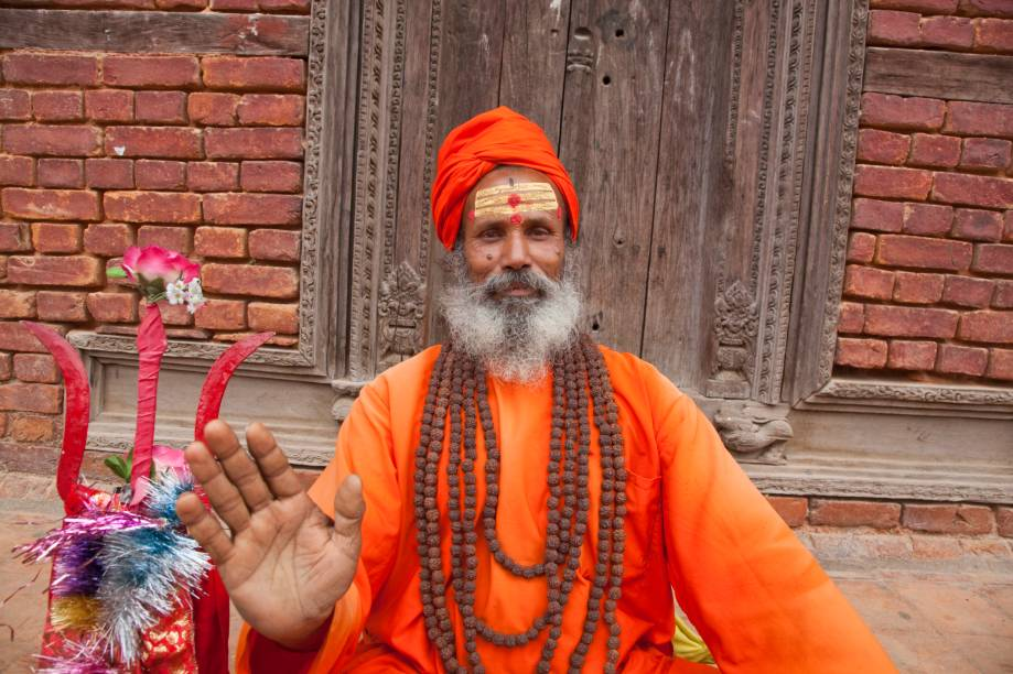 Kathmandu é uma confluência de diferentes povos, idiomas e religiões, sendo o hinduísmo a crença predominante de todo o Nepal