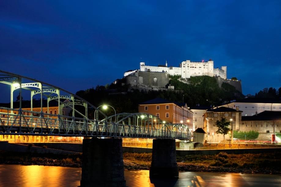 O Festung Hohensalzburg é o sinistro castelo que domina a paisagem de Salzburgo. Iniciado no século 11, esta era a fortaleza dos arcebispos da cidade e é um dos maiores fortes medievais da Europa