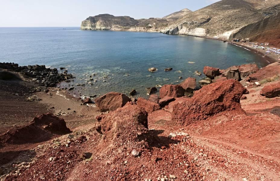Red Beach ganhou esse nome por conta da falésia de cor vermelha que emoldura o local