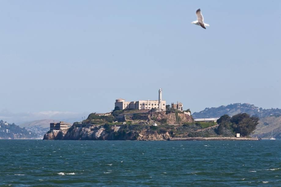 A lendária prisão da Ilha de Alcatraz, desativada na década de 1960, pode ser vista de vários pontos da cidade