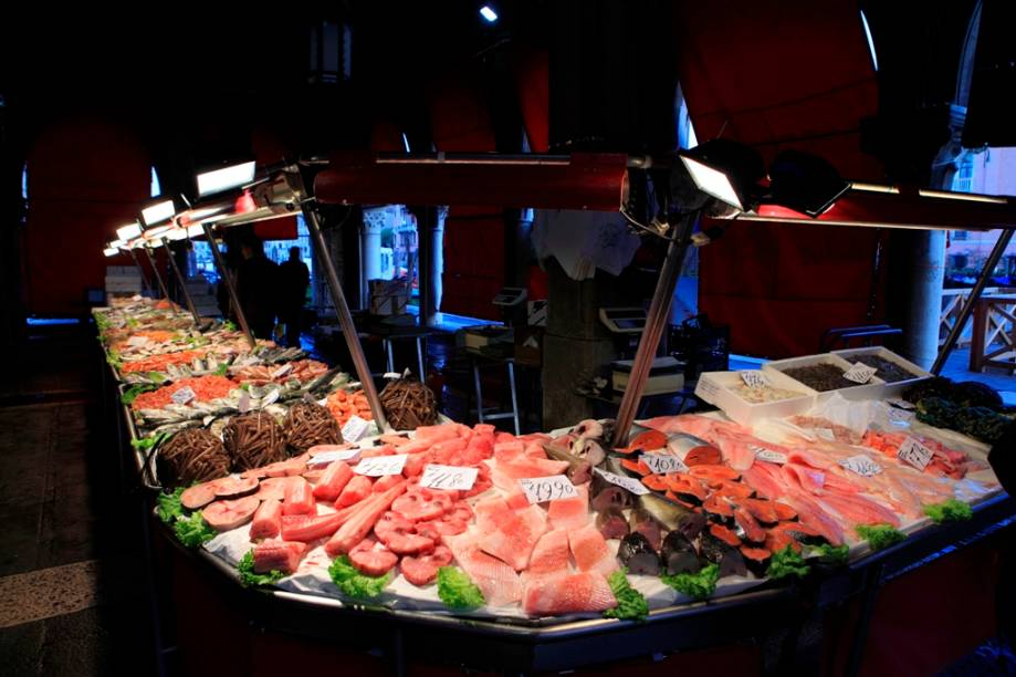 O mercado de Rialto de Veneza possui uma área reservada para pescados, o Campo della Pescaria