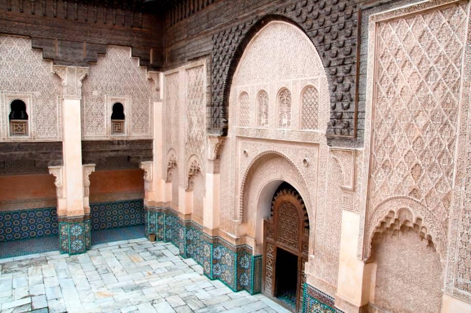 Colégios seculares e teológicos sempre fizeram parte da paisagem urbana do mundo islâmico. Também conhecidos como madrassas, seus edifícios sempre receberam especial atenção em sua decoração e estrutura, como este é Marrakesh, o Ali Ben Youssef.