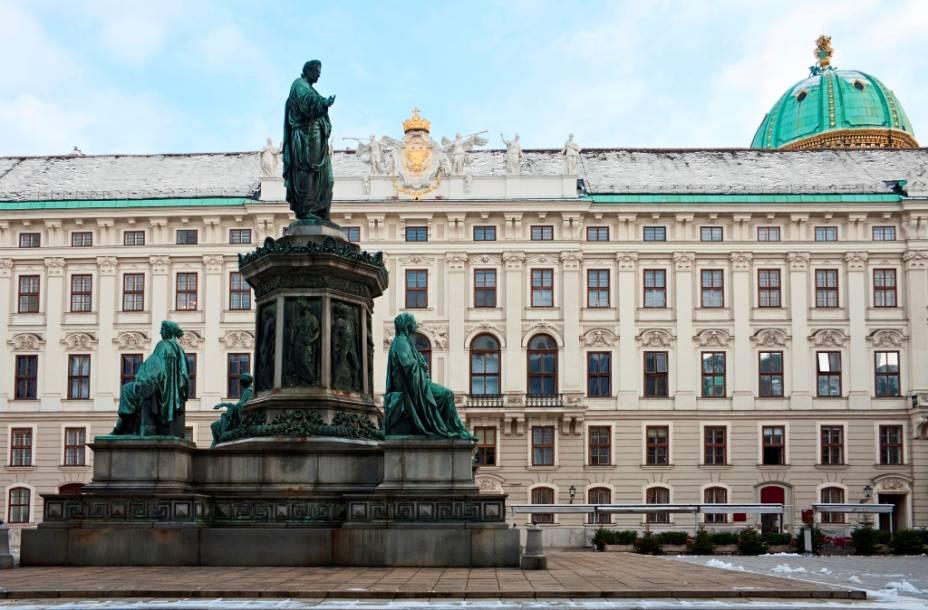 O grande complexo do Hofburg abriga diversos edifícios, de escritórios estatais a saões de baile