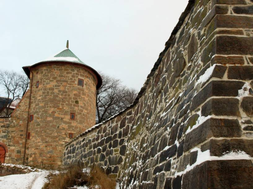 Comissionado por Haakon V, a fortaleza de Akershus Festning era o sistema defensivo principal de Oslo