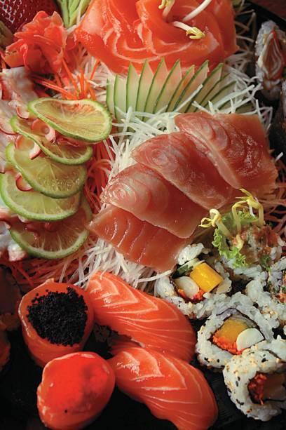 Sushi e sashimi do restaurante Tigre Asiático