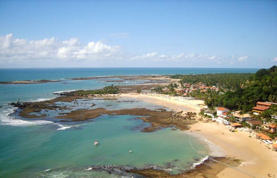 Morro de São Paulo está ao norte da Ilha de Tinharé. O acesso não é tão simples – de Salvador, são 2h30 de catamarã
