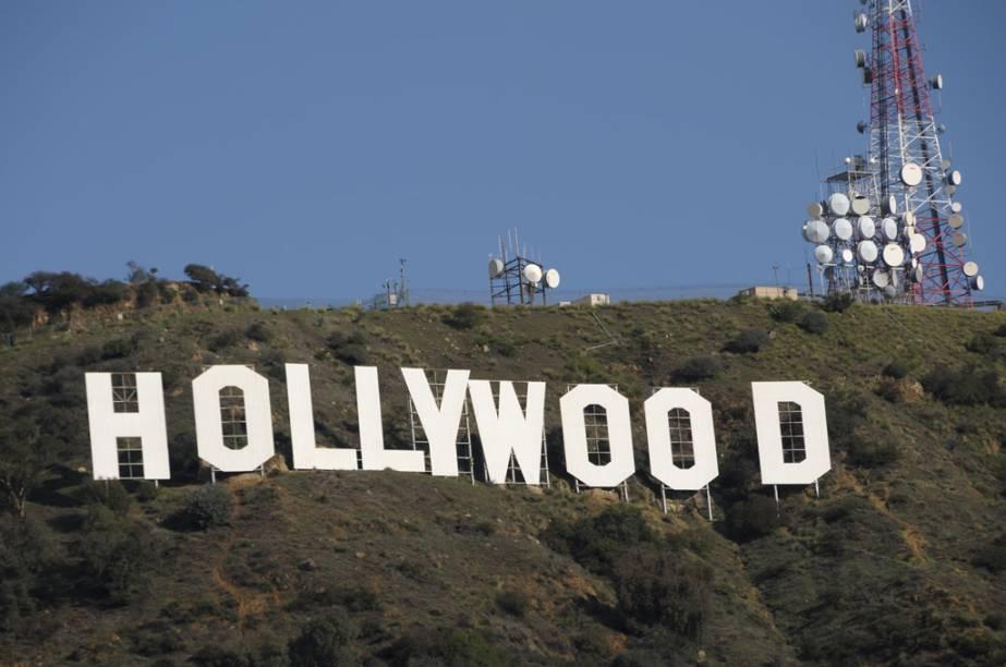 O icônico letreiro nas colinas de Hollywood foi erguido em 1923 como uma propaganda para um empreendimento imobiliário. Cada letra mede 15 metros de altura