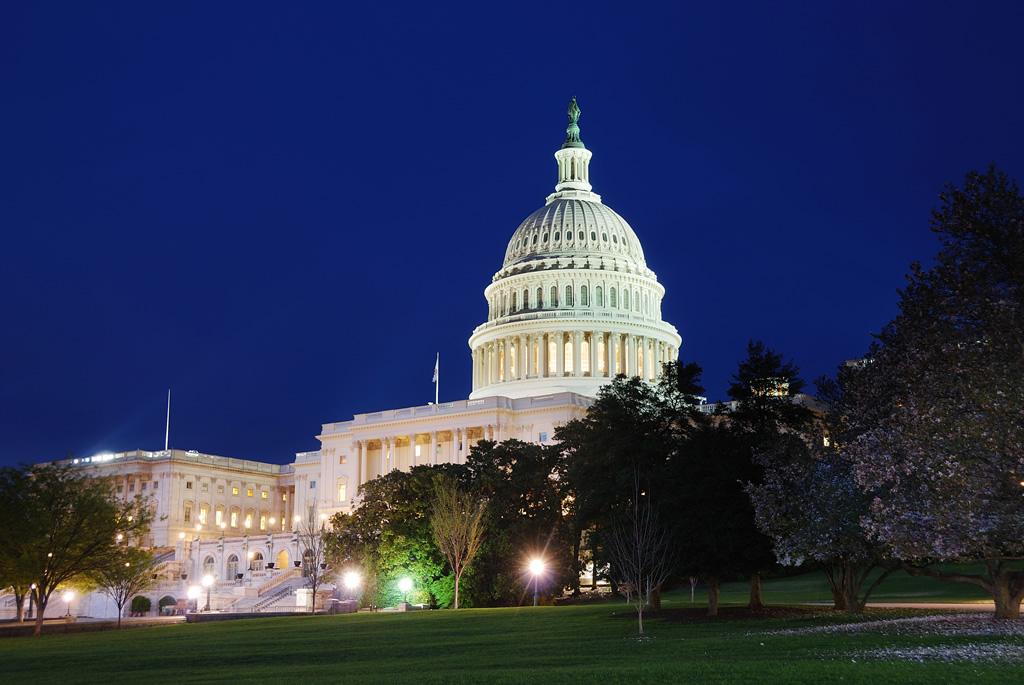 No Capitólio, em Washington, funciona o congresso, o senado e a câmera dos representantes dos Estados Unidos