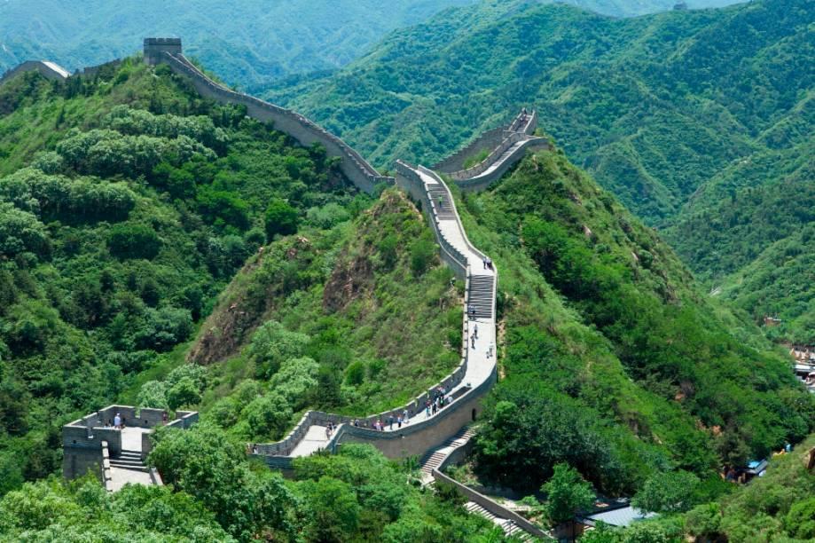 A Grande Muralha da China foi originalmente construída a mando do primeiro imperador, Qin Shi Huang, para proteger o país dos bárbaros do norte. Apesar de sucessivos mandatários fortificarem e ampliarem os muros, ele nunca provou ser um método defensivo muito eficaz