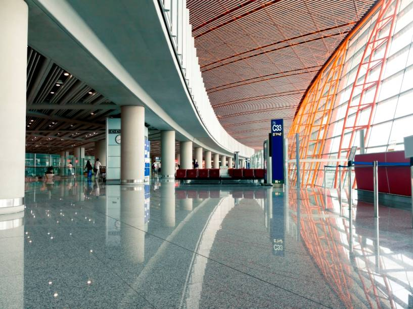 O aeroporto internacional de Pequim é um amplo e bem acabado exemplo de boa preparação para grandes eventos. Com moderna estrutura e instalações eficientes, é provavelmente um dos melhores do mundo.