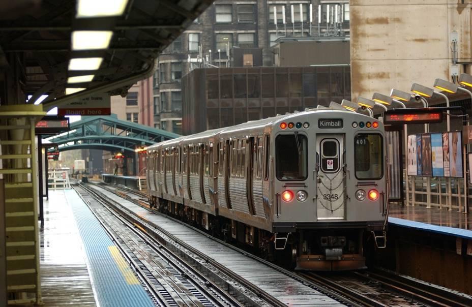 O sistema de transporte de Chicago é bem antigo e funciona bem na região do Loop