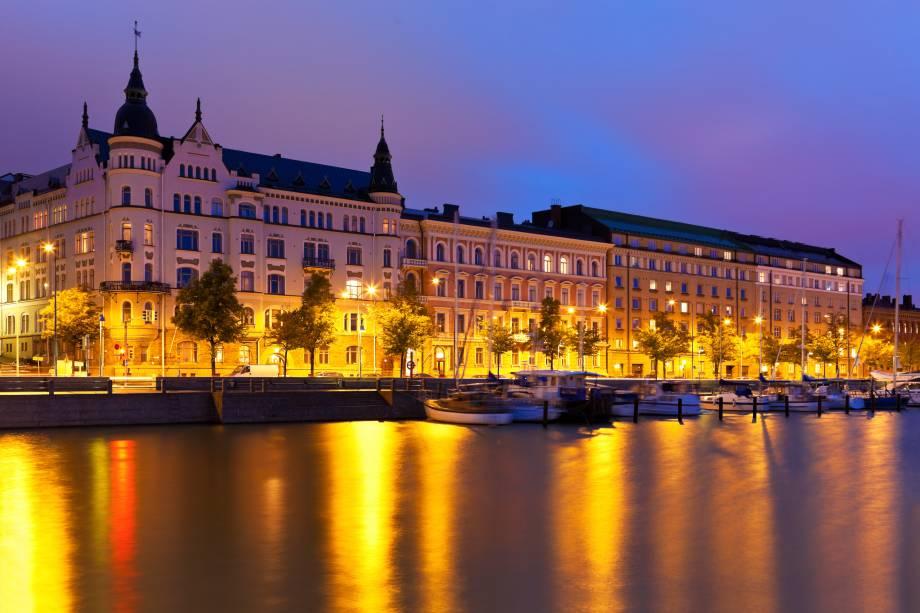 Vista noturna de Helsinque, capital da Finlândia