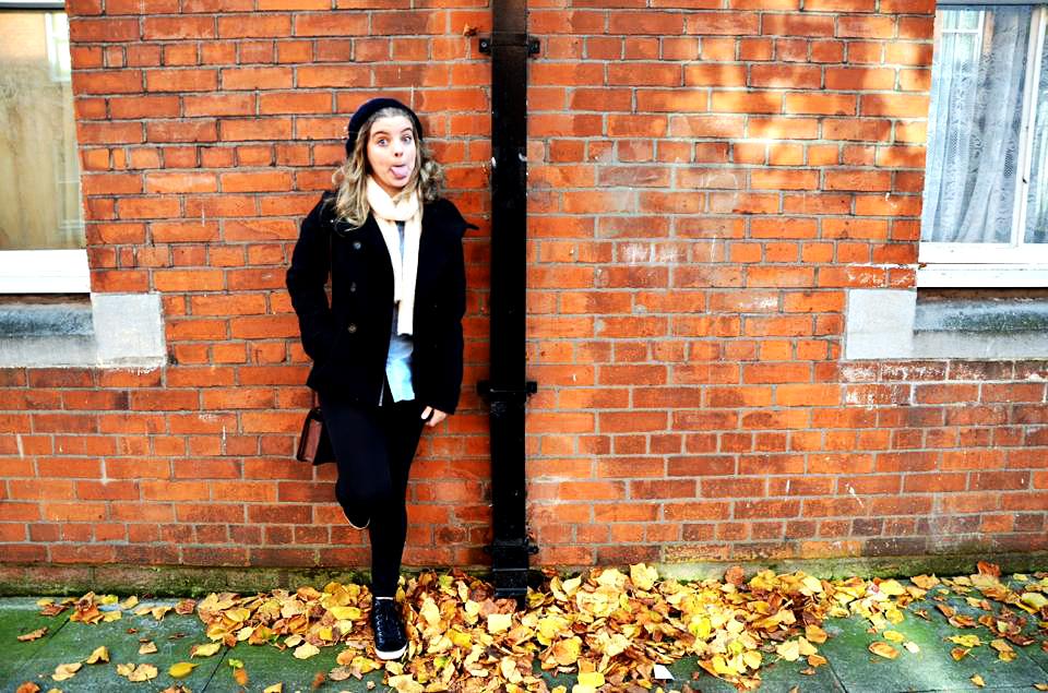 Aproveitei pra fotografar a Giovanna, minha roommate no intercâmbio, que queria uma foto nova pro perfil - as ruelinhas da cidade são perfeitas pra fotos com estilo urbano despojado (foto: Anna Laura Wolff)