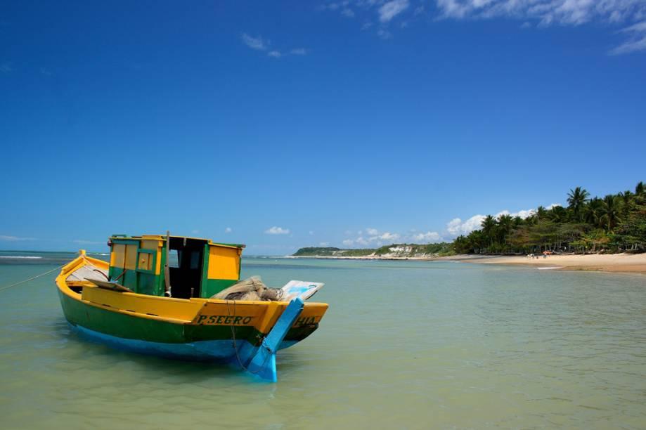 Barco ancorado na Praia do Espelho
