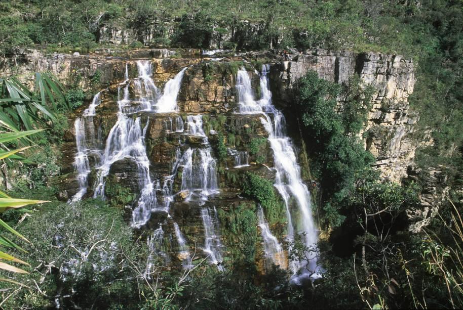 Na Chapada dos Veadeiros (GO) os aventureiros podem fazer rapel na Cachoeira Almécegas I