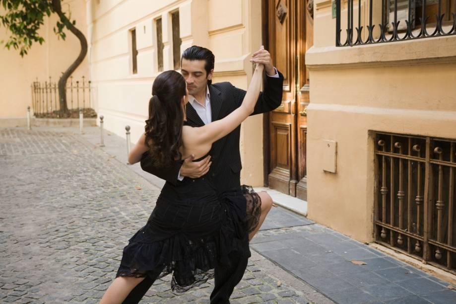 É comum ver casais dançando tango nas ruas de San Telmo e Caminito