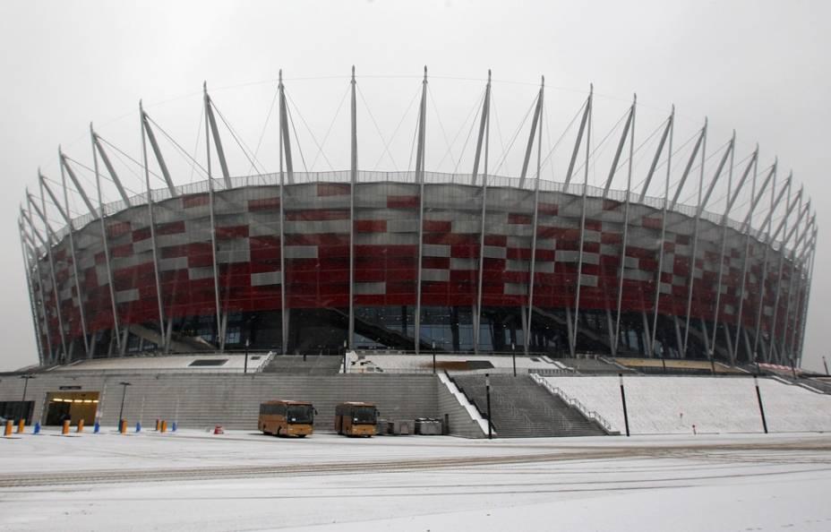 """O novo estádio Narodwy, em <a href=""""http://viajeaqui.abril.com.br/cidades/polonia-varsovia"""" rel=""""Varsóvia"""" target=""""_blank""""><strong>Varsóvia</strong></a>, sediará a partida de abertura da <strong>Eurocopa 2012</strong>, assim como alguns jogos do grupo A (da anfitriã <a href=""""http://viajeaqui.abril.com.br/paises/polonia"""" rel=""""Polônia """" target=""""_blank""""><strong>Polônia </strong></a>e de Rússia, República Tcheca e Grécia) e de fases posteriores, incluindo uma semi-final"""