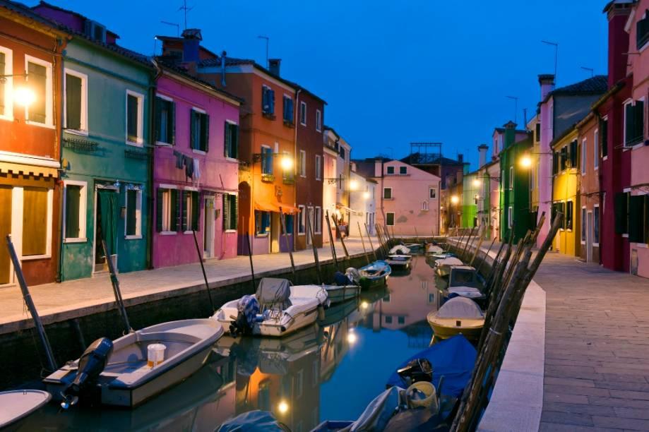 Casinhas coloridas na ilhota de Burano, em Veneza