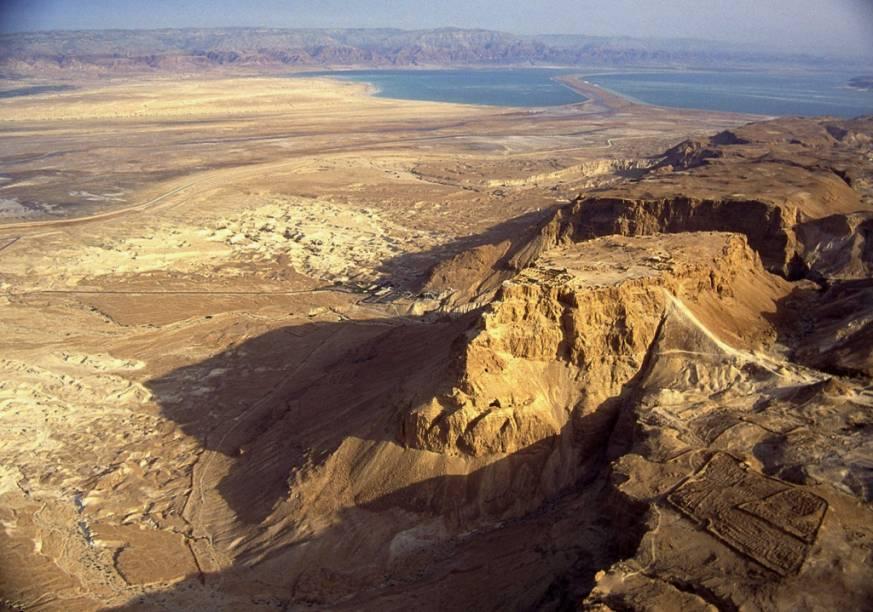 O Forte Masada, junto ao Mar Morto, foi palco do histórico cerco romano de 72 d.C. e é um símbolo da resistência judaica frente aos seus diferentes dominadores.